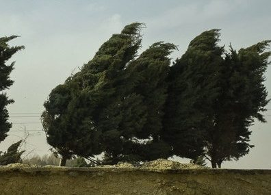 باد با سرعت ۱۰۸ کیلومتر در ساعت همدان را درنوردید